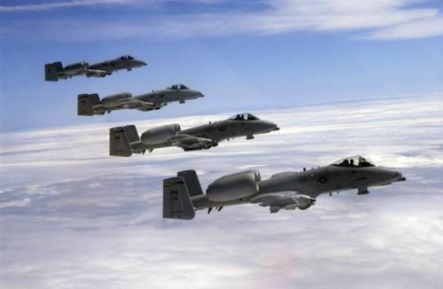 Thunderbolt A-10 voando em formação