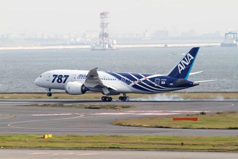 Pouso da primeira entrega do 787 em Haneda, Japan K65444-01