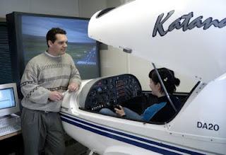 Piloto em instrução no simulador