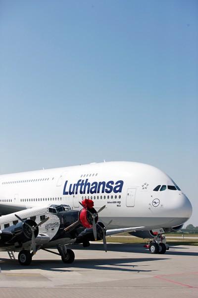 JU52 ao lado de um Airbus A380