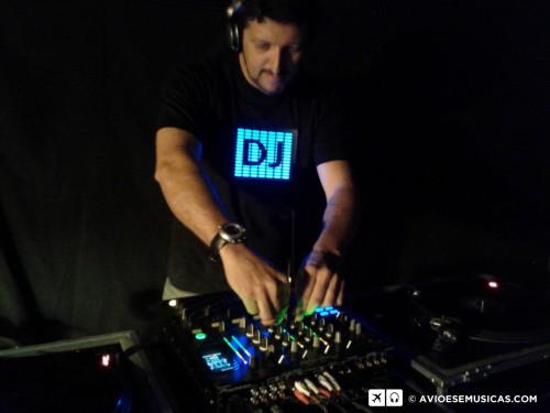 Som de Toca  Discos = DJ Feliz :)