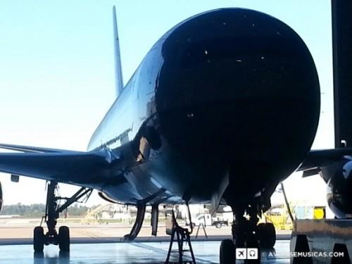 Avião normal, apenas as portas e válvulas fechadas.