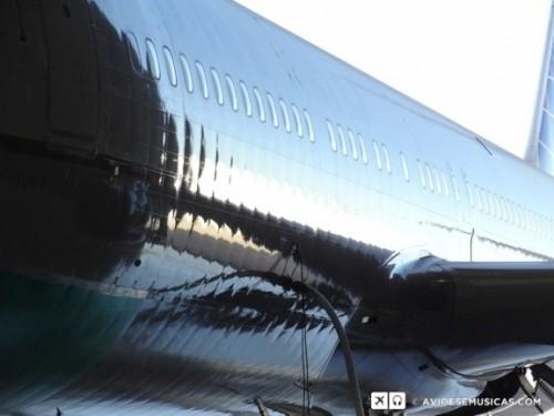 Esta é a melhor foto, é como se a pele do avião quisesse descolar da estrutura.