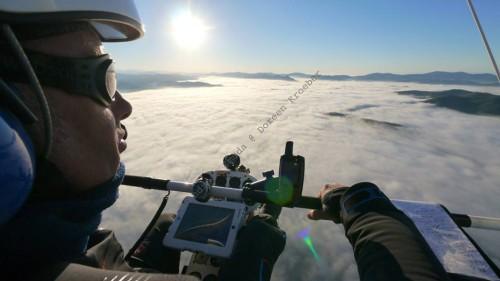 Voo sobre uma camada de nuvens em Belize.