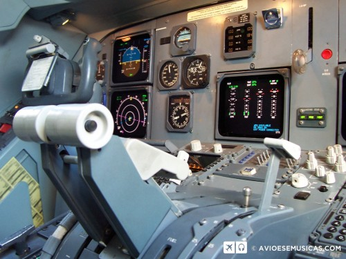 Cockpit Fokker 100 - Foto de Alexandre Alves